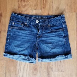 AMERICAN EAGLE GREAT COND BLUE JEAN SHORT SHORTS